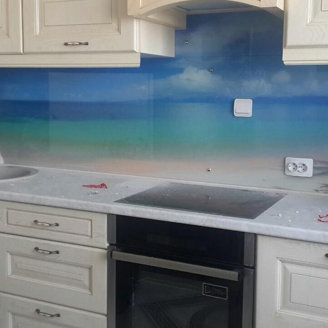 скляний фартух на кухні фото