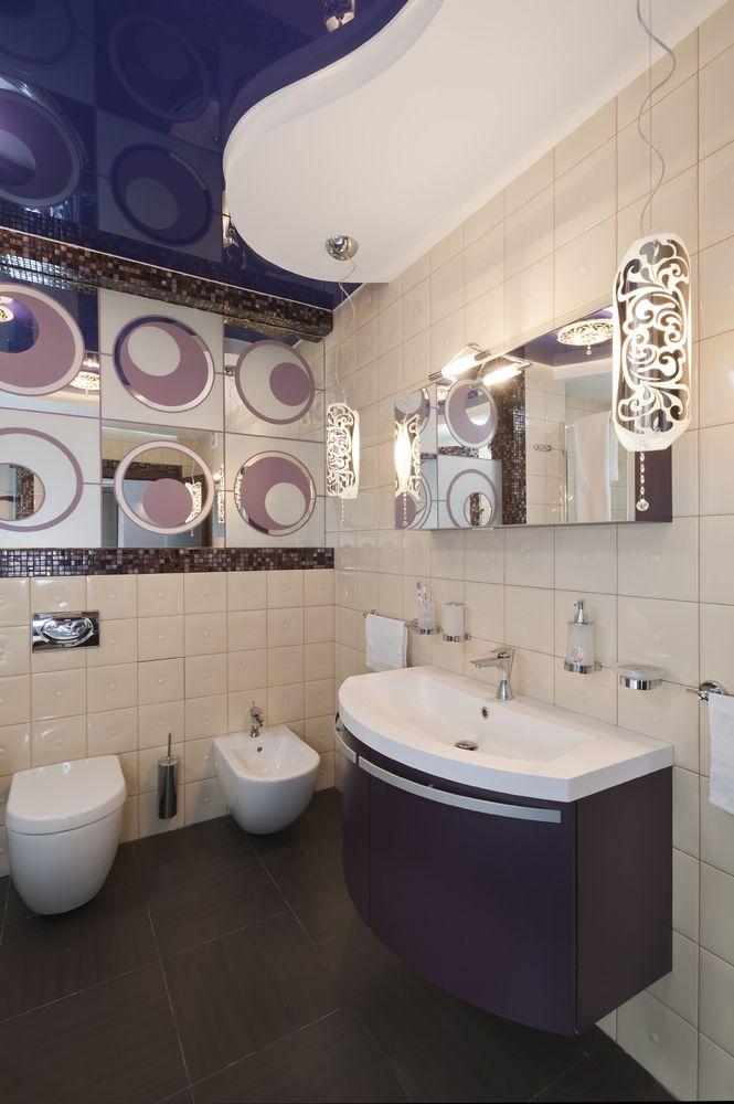 блакитні натяжні стелі у ванній фото