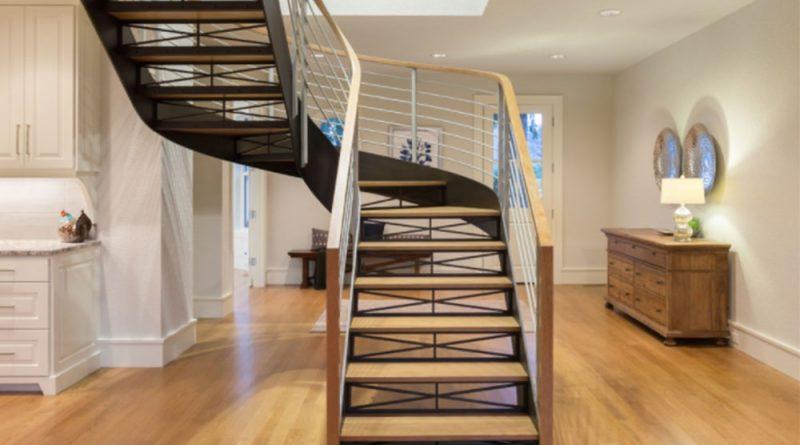 інтер'єр вітальні зі сходами
