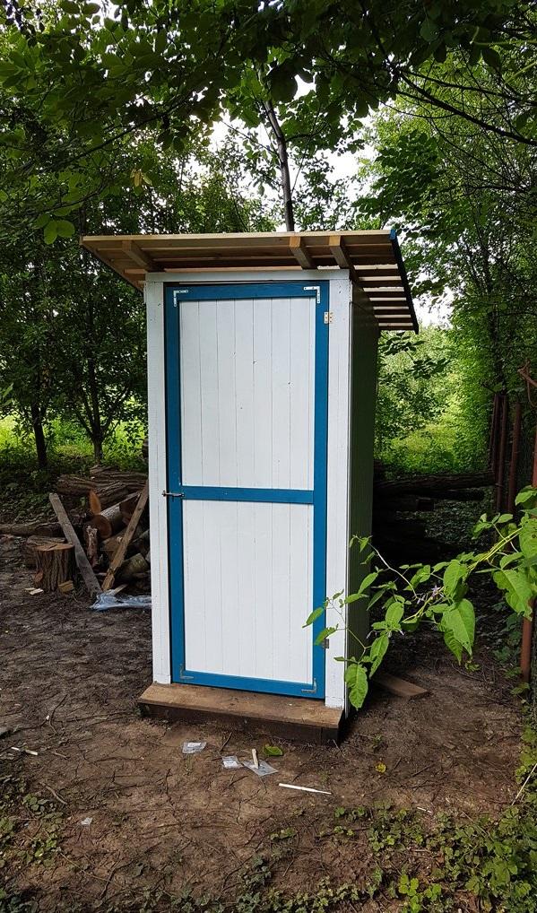туалет на дачі своїми руками фото