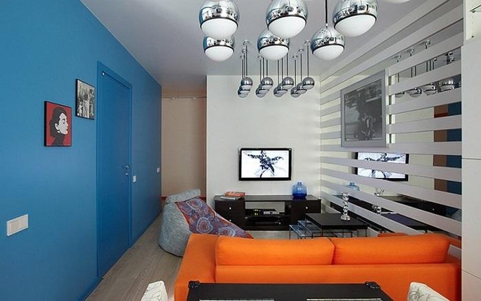 синьо помаранчева вітальня